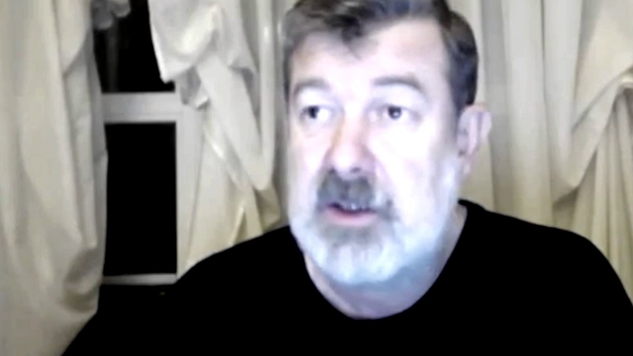 Русское порно два бандоса проикли в хату и трахнули хозяйку онлайн