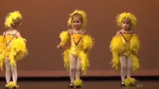 Дети таланты  Малыши танцуют  Танец маленьких утят(Дети таланты. Смешные видео. Лучшие приколы. Приколы с животными. Юмор. Развивающие мультфильмы. Английский..., 2015-09-12T13:04:10.000Z)