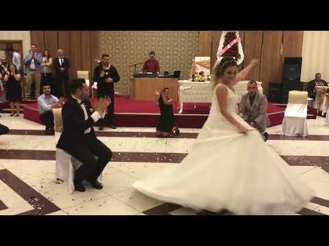 Erik dalı oynayan gelin ve damat😊 Çağla  Özkan düğün   Düğünde nargile