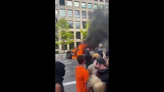U.S. protests: man points bow and arrow at crowd *GRAPHIC VIDEO* MyTub.uz