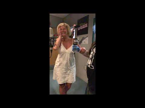 Laura - Laura Tries the Bottle Cap Challenge!