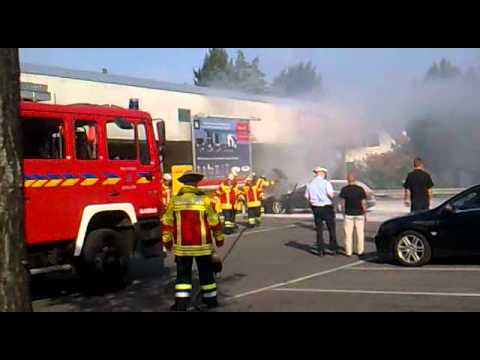 Auto brennt in Kornwestheim 27.09.11 (Reweparkplatz) Teil 1