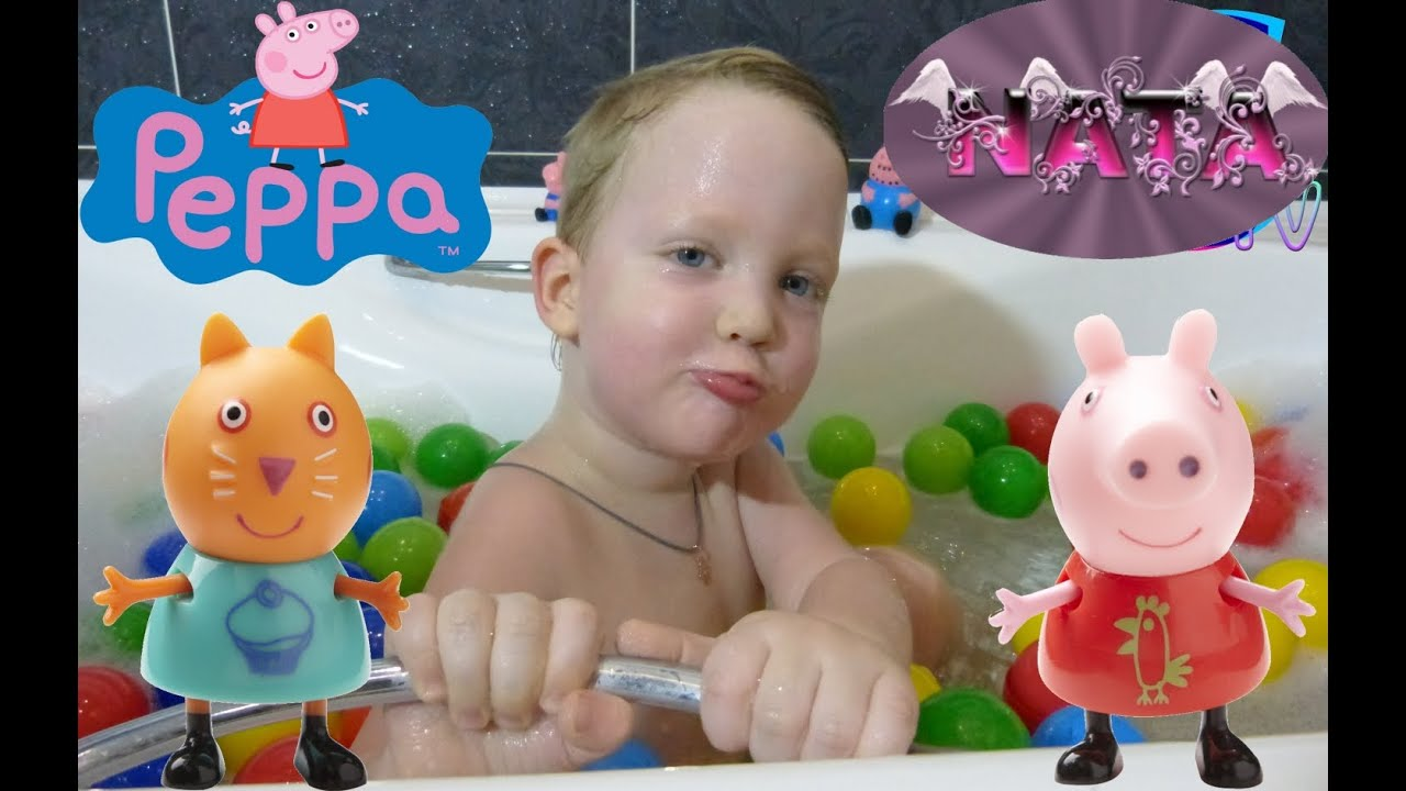 Купаемся в шариках в ванне. Ищем сюрпризы- Свинка Пеппа и ...