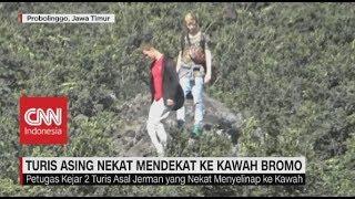 Turis Asing Nekat Mendekat Ke Kawah Gunung Bromo