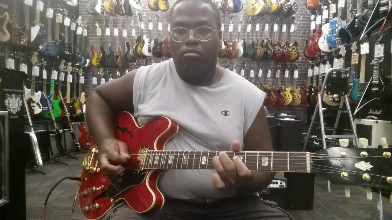 playing a vintage 1973 gibson es 335 at guitar center in modesto california youtube. Black Bedroom Furniture Sets. Home Design Ideas