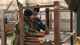 Художники готовят оформление экспозиции легендарного бронекатера БК-31