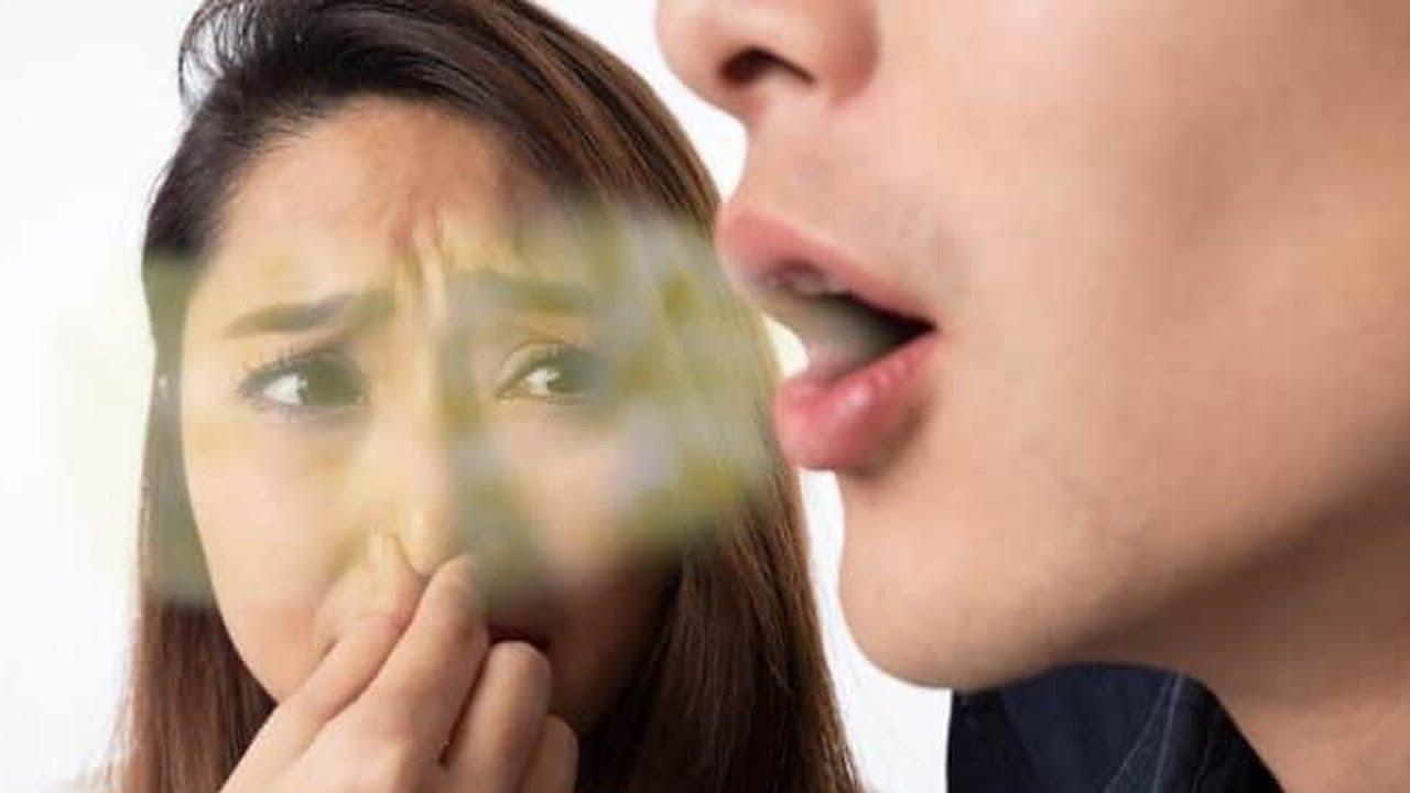 मुंह से आ रही गंद को दूर करने के आसान से उपाय  - Home Remedies For Bad Breath Or Breath Smell