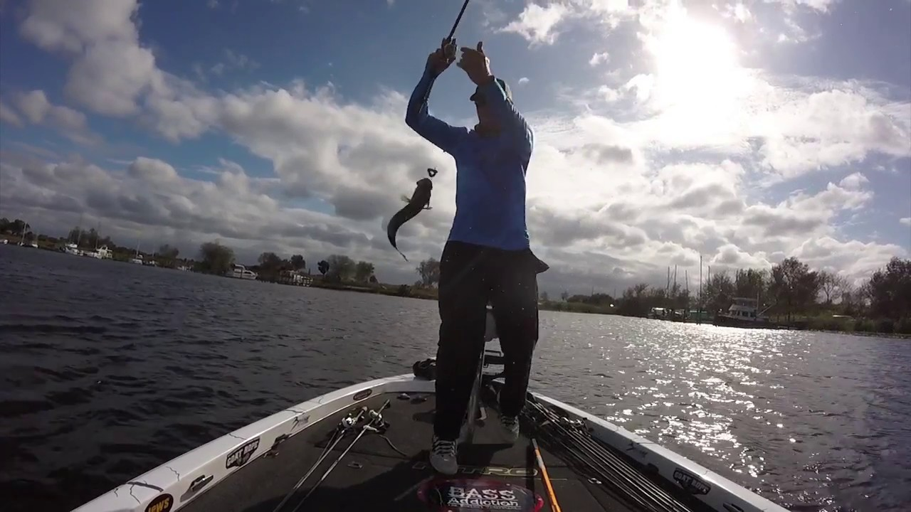 Bass fishing caloosahatchee river youtube for Caloosahatchee river fishing