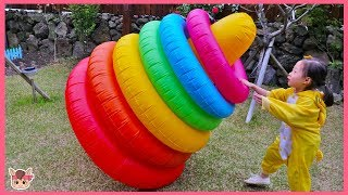 Learn colors with Finger Family Song for kids ! pretend play with kid toys 색깔 튜브 고리 던지기 놀이