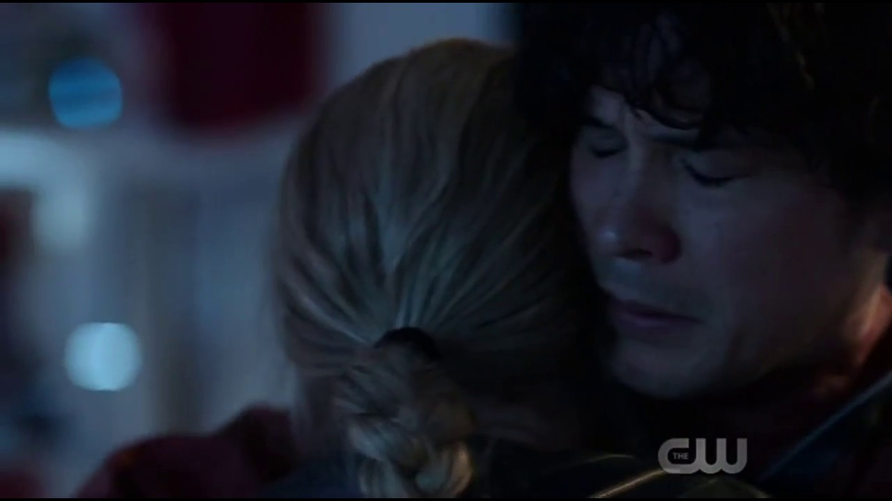 the 100 season finale 4x13 bellamy and clarke hug youtube. Black Bedroom Furniture Sets. Home Design Ideas