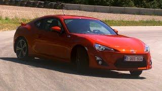 Powersliding In The Toyota GT86 - Fifth Gear
