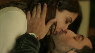 Anushka Sharma Hot Kissing Scene with ranbir kapoor !! Bollywood Compilation