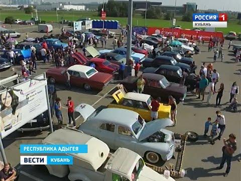 Перед торговым центром в Краснодаре собрались ценители авто и мототехники