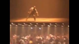 kanye west performs jesus walks at madison square garden