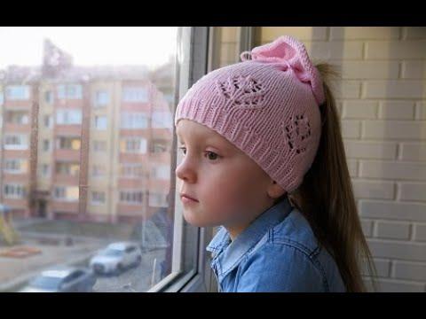 Шапочки ажурные спицами для девочек видео