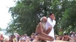 ПОТРЯСАЮЩЕ!!! 100-ЛЕТНИЙ йог СЫРОЕД!!! Swami Yogananda на Yoga Festival Берлин! Отвечает на вопросы!