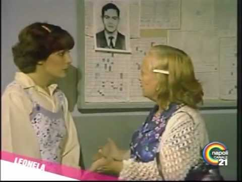 Leonela 1984 delfina vuole intercedere con leonela for Prova dello specchio polizia youtube