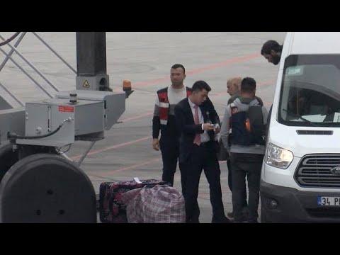 شاهد: تركيا ترحل سبعة من مقاتلي -الدولة الإسلامية- بينهم طفل الى برلين …  - نشر قبل 6 ساعة