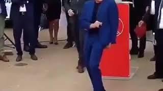 Ван Дам все ещё танцует