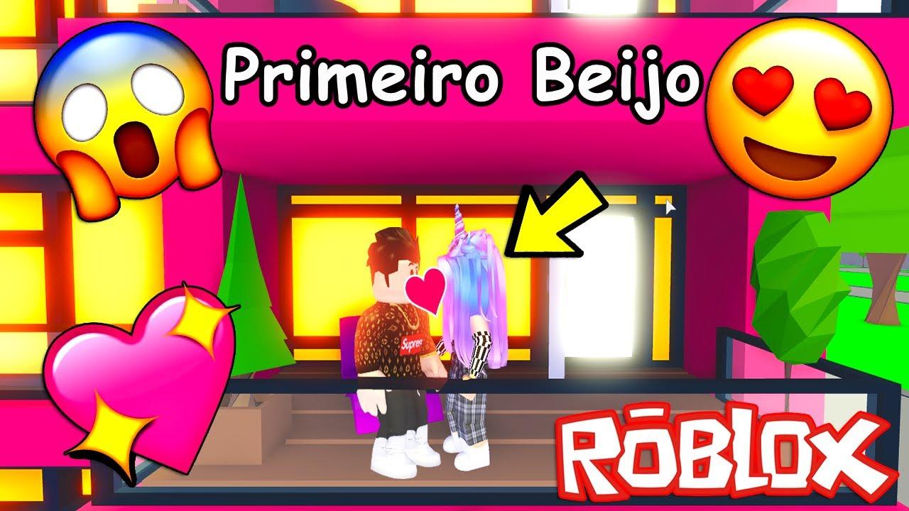 O Primeiro Beijo Roblox Youtube Menino Me Beijou No Novo Apartamento Do Adopt Me Roblox Historia Youtube
