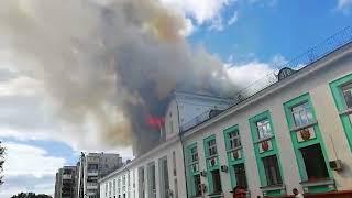 В Усть-Куте горит здание бывшего речного вокзала