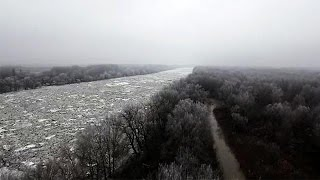 Video Tisza River frozen in Hungary download MP3, 3GP, MP4, WEBM, AVI, FLV Agustus 2018