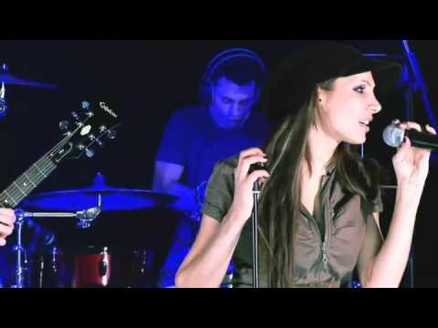 Olga Lounová - Padám (Live)