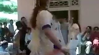 Humor - Afghani girls dance afgan dance