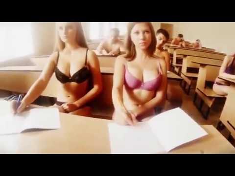Видео как женщина снимает с себя одежду
