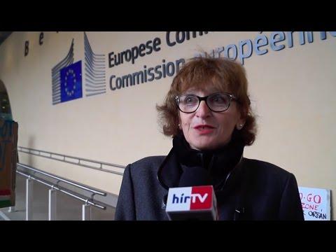 Brüsszelben tüntettek a Népszabadság bezárása ellen