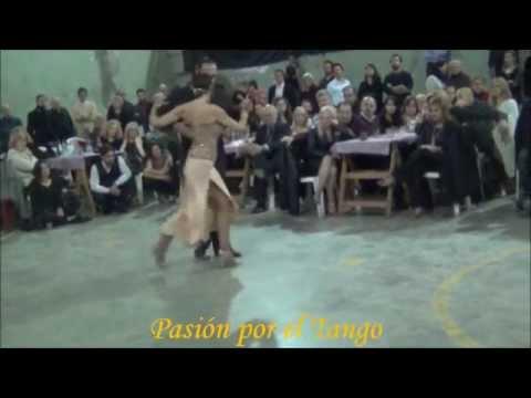 LORENA ERMOCIDA y PANCHO MARTINEZ PEY Bailando el Tango TORMENTA en la MILONGA DEL MORAN