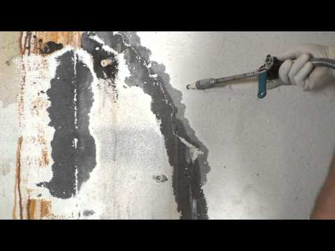 Repairing an Active Leak in Cracked Concrete with 900 XLV