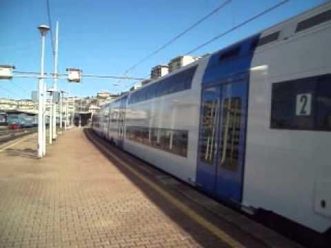 Treno regionale a due piani per genova nervi youtube for Piani a due piani