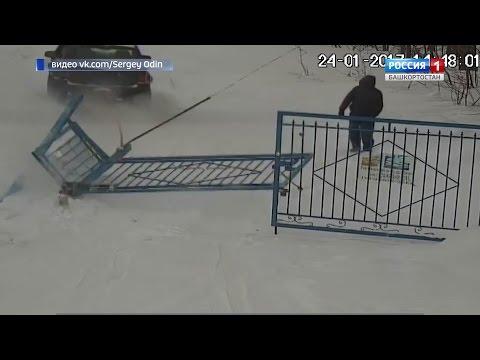 В Уфе ищут хозяина внедорожника, который выломал забор в садовом товариществе