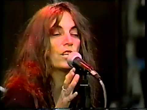 Patti Smith - Heart Shaped Box (Nirvana Cover) Live Seattle 2000