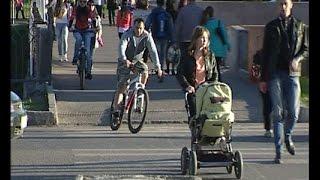 Велосипедисты-лихачи сшибают пешеходов