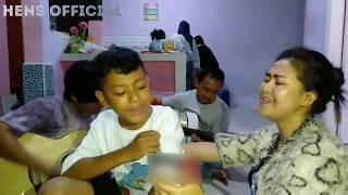 Download lagu Daeren Okta Ngamen Bareng ' Haruskah Berakhir ' - Vlog