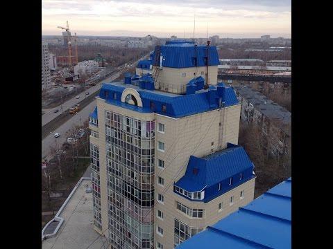 Руферы залезли по БАЛКОНУ на крышу высокого здания в Барнауле.