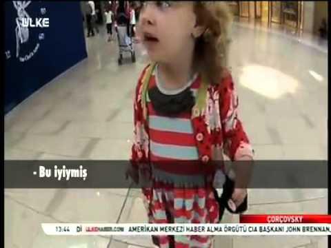 İlk kez ezan sesi duyan Amerikalı küçük kız altyazılı