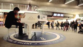 Ludovico Einaudi ''Night'' Cover - Live at Arnhem Railway Station