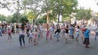 Зумба (Zumba) на ул. Соборной! Весело вместе с Social Dance Club!(Отдыхайте с душой! Обучение социальным танцам: сальса, бачата, кизомба, реггетон, Трайбл, Зумба-фитнес......, 2016-07-23T12:46:45.000Z)