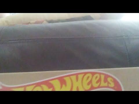 Unboxing Hot Wheels Track Builder System