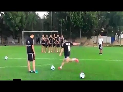 Diego Maradona shows young players from Argentina how to take free kicks 2017