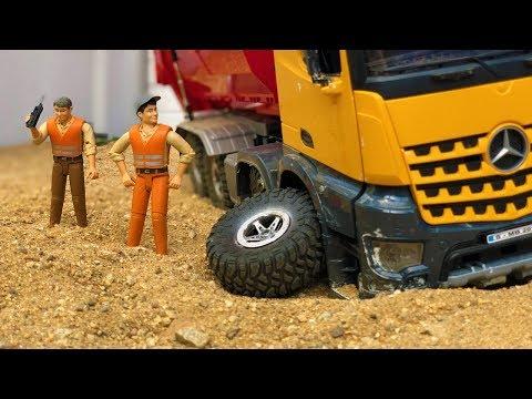 Stunning Construction RC Dump Truck, Low Loader And JCB Backhoe Tractor Excavator Bruder!