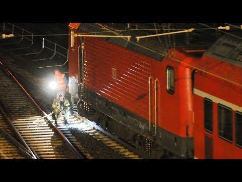 Zugunfall in Berlin: Regio-Bahn kollidiert in Friedrichsfelde Ost mit Metallstange