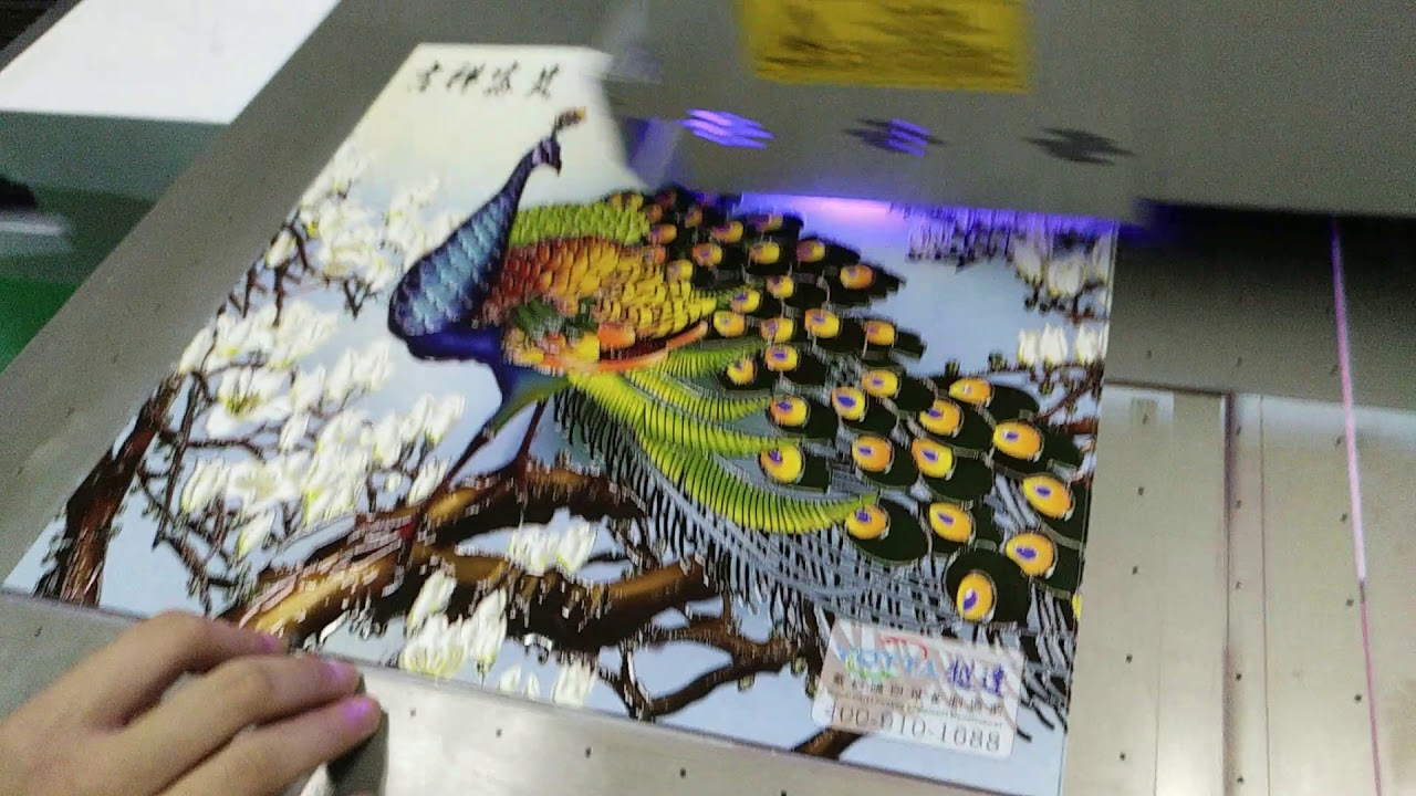 UV flatbed printer machine printing varnish directly on material,very impressive effec