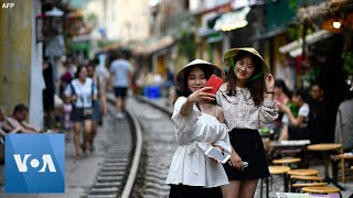 Hanoi Closes Railway Cafes Favored by Selfie-Seeking Tourists