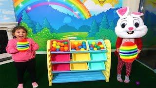 Öykü ve Masal Renkli Toplarla Basket Oynuyor! Kids Pretnd Play Colors Ball Basketball