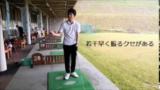 スイング加速器 ドラコンウォッチで飛距離を伸ばすゴルファーの練習風景...