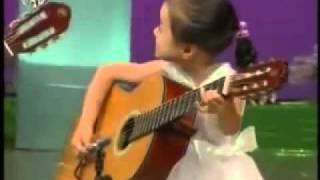 5 Niños Talentosos Tocan la Guitarra. Tema- -Nuestro Profesor de Kinder- - 5 Gifted Kids.flv